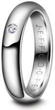 Nakonec jsme vybrali tento prstýnek, jen můj bude mít tři kamínky...
