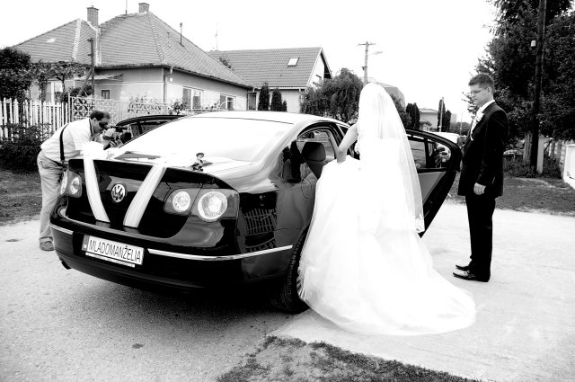 Niečo z výzdoby a príprav - 9.5.2009 - svadobné auto zozadu