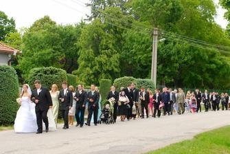 a takto vyzeral svadobný sprievod