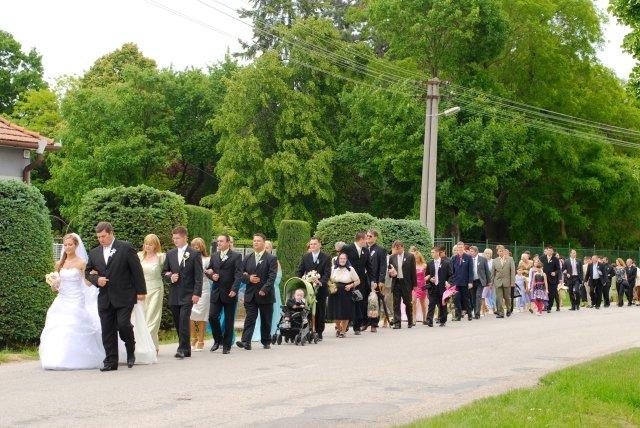 Niečo z výzdoby a príprav - 9.5.2009 - a takto vyzeral svadobný sprievod