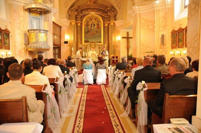 Niečo z výzdoby a príprav - 9.5.2009 - výzdoba kostola