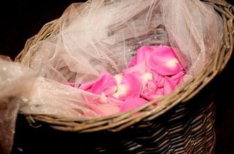 košík s lupienkami ruží