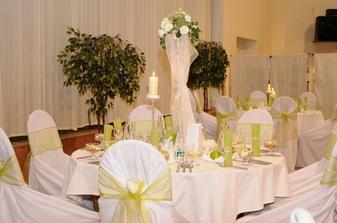 vysoké vázy s drobnými svetielkami – prekvapenie od Hanky Kokavcovej