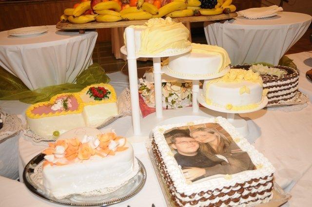 Niečo z výzdoby a príprav - 9.5.2009 - svadobné torty