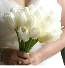 tulipany ako kytica aj na stoloch