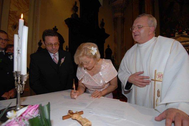 Beatrix{{_AND_}}Rudolf - prvá sa podpisuje nevesta-novomanželka