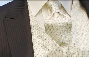 komplet aj s vestou a kravatou