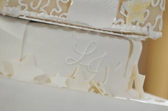 moja požiadavka na zlato-bielu a náš monogram splnená aj na torte, ďakujem
