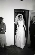 Nevěsta se ukazuje poprvé světu.....