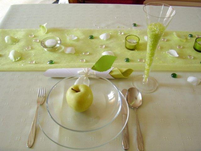 Zacali sme pripravu - na stolickach budu navleky v smotankovo - zelenkavej farbe :)
