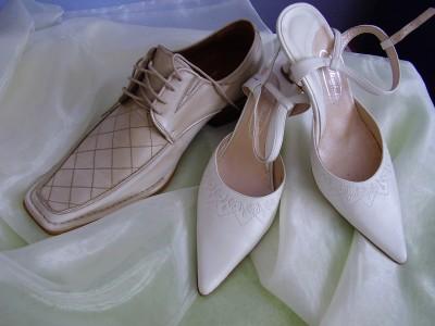 Zacali sme pripravu - svadobný párik topánok :)