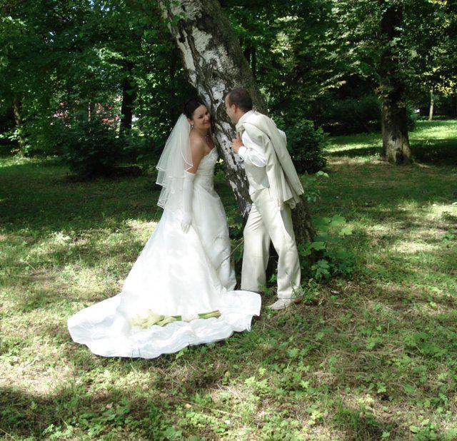 Andrea{{_AND_}}Cyril - kuk spoza stromu