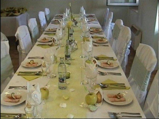 Andrea{{_AND_}}Cyril - a toto je uz stolovanie pripravene na svadobnu hostinu :) je to ale len foto z DVD