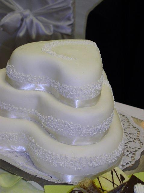 Andrea{{_AND_}}Cyril - a naša hlavná svadobná tortička, bola fakt krásna a výborná :)