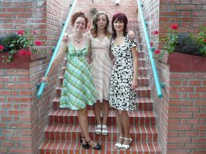 Převlečená nevěsta, kamarádky Marťa a Dáša, zároveň kamera a foto..:)))