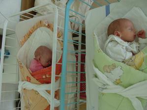 Tak se nám 3 roky po svatbě - 7.7.2010 narodili naše dětičky..:)