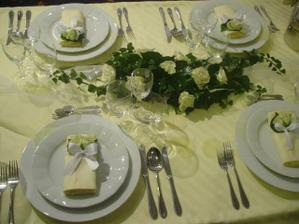 Takto budeme mať ozdobený svadobný stôl