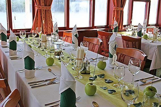 Fredina 07.07.07 - vyzdoba stola v tomto style