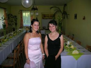 moje sesterky a v pozadi moja vlastna vyzdoba