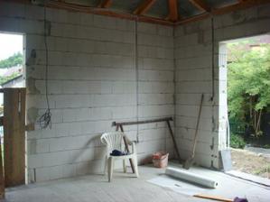 to je pohled na obývák, malé okno vlevo jsme nahradili velkým