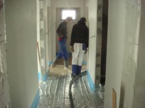 konečně zaléváme podlahy