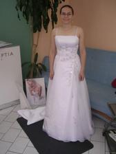 třetí šaty