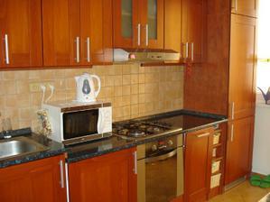 Toto je naša kuchyňa v byte.