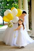 Nevěsta Zuzka a dcerka Nelinka balonkové dekorace zajistíme k obřadu i na hostinu
