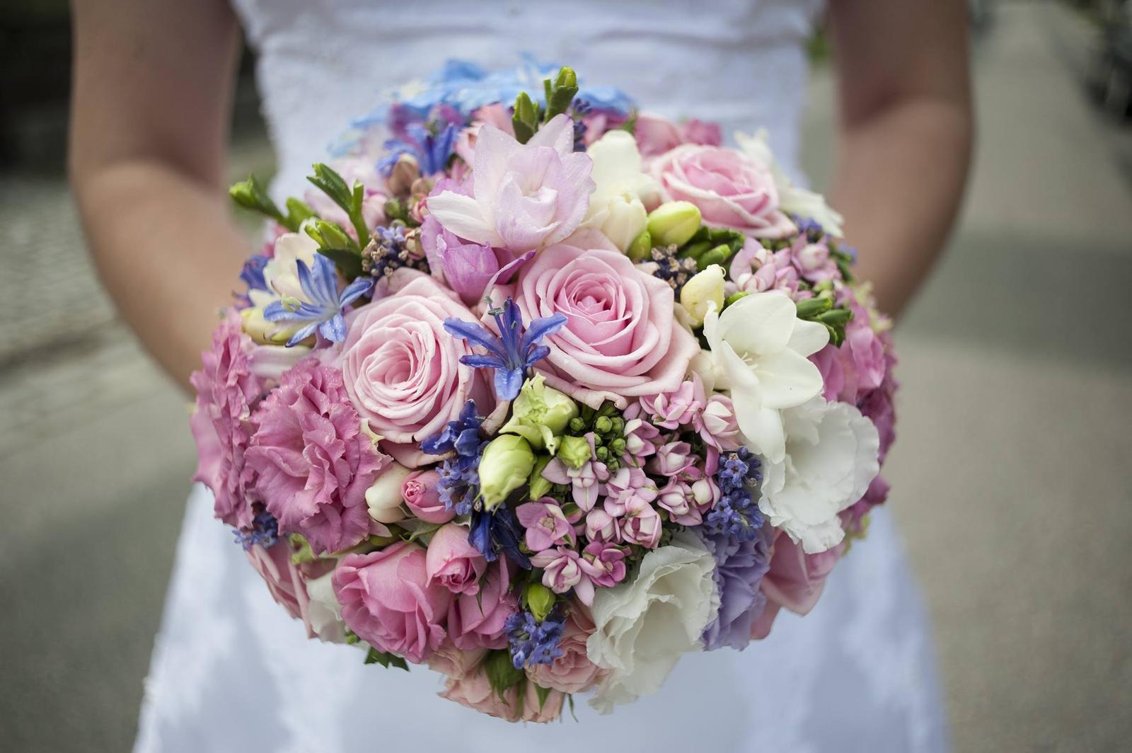Nejkrásnější svatba - Svatební kytice naší nevěsty na zámečku v Sokolnicích.
