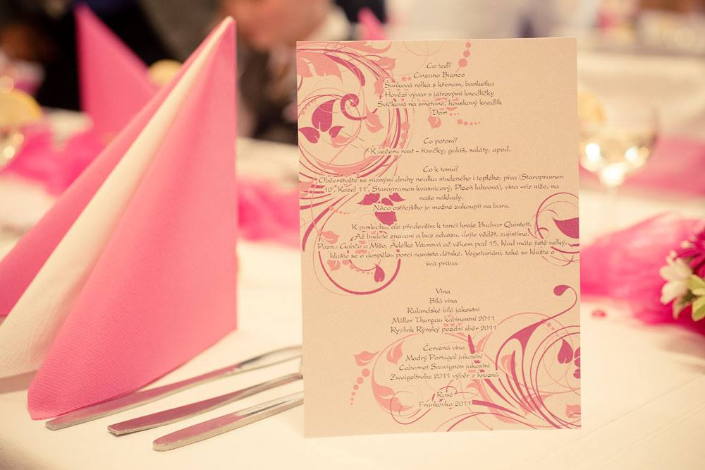 Nejkrásnější svatba - Pink malinová menu na přání Evičky a Fandy