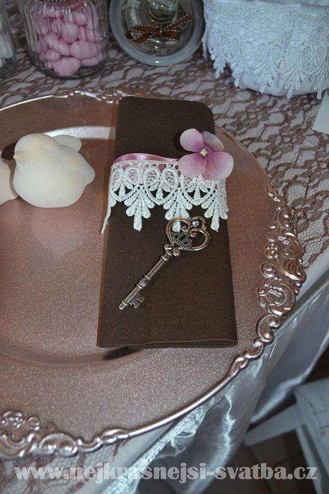Nejkrásnější svatba - Vintage krajka a klíčky barvy a tvary podle představ