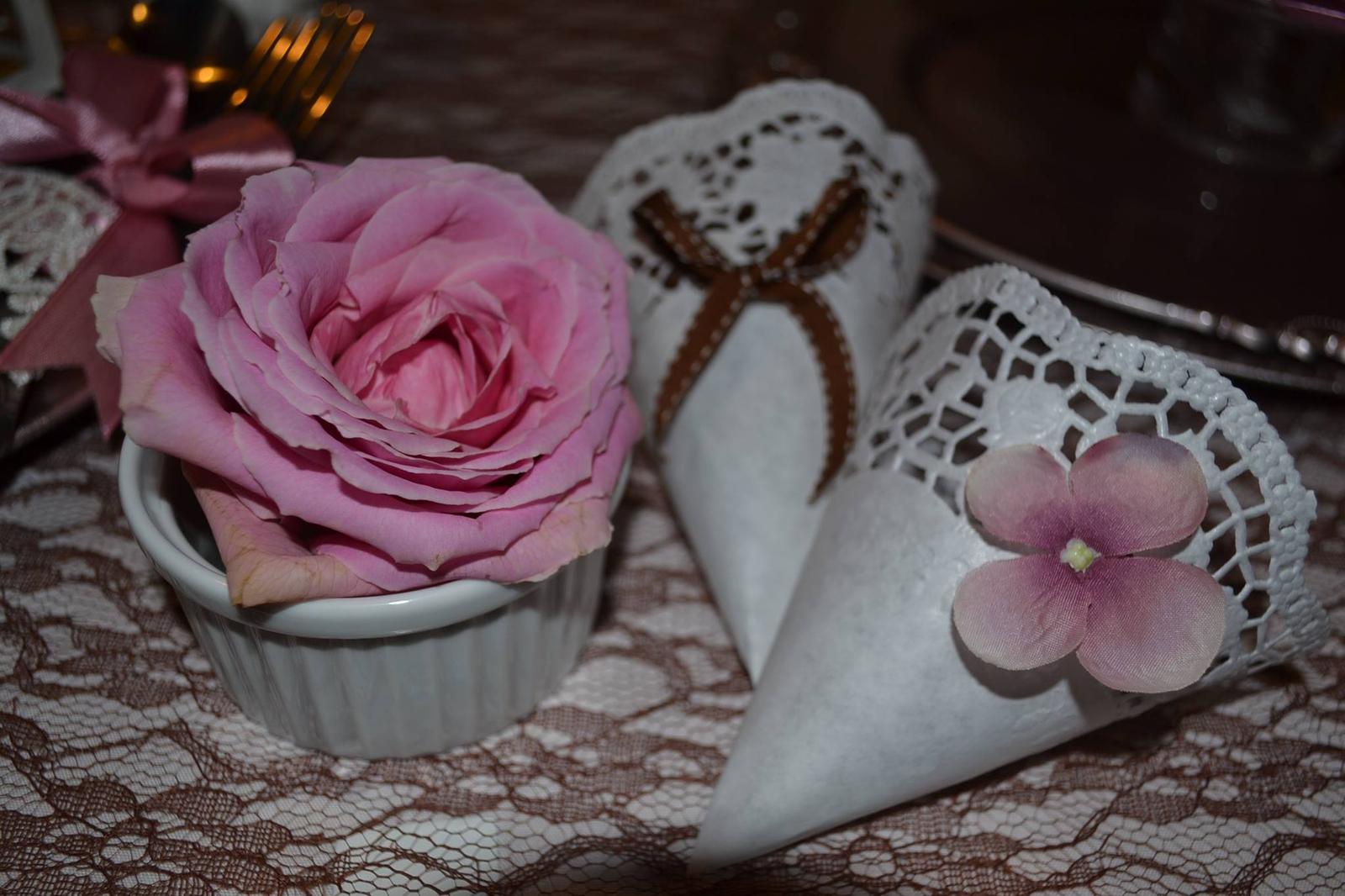 Nejkrásnější svatba - Kornoutky na rýži nebo plátky růží na míru přání
