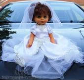 Panenka na svatební auto tmavovláska půjčovna,