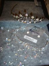 Už mám komplet :o)) korunku,náhrdelník a naušničky vše je z Jablonexu na Václaváku.