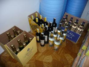 tvrdý alkohol a prípitok