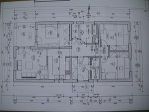 rozmery bungalovu su 8,5 x 16,6m. Projekt sme si navrhly podla vlastnych predstav a podla moznosti pozemku a okolitych stavieb...