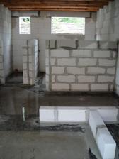 vstupná hala, spajza a kúpeľka