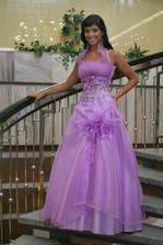 Čo poviete na takéto popolnočné šaty?