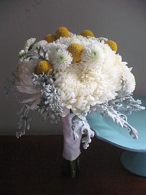 Chryzantemy ako svadobna kytica - takuto kytku by som rada...