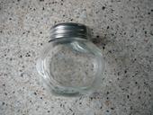 Malá sklenená flaštička,