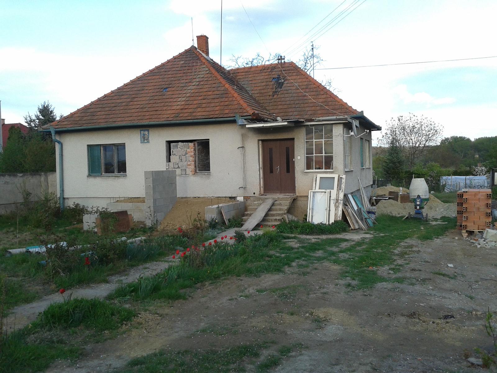 Prestavba RD - Novy vstup bude v strede domu