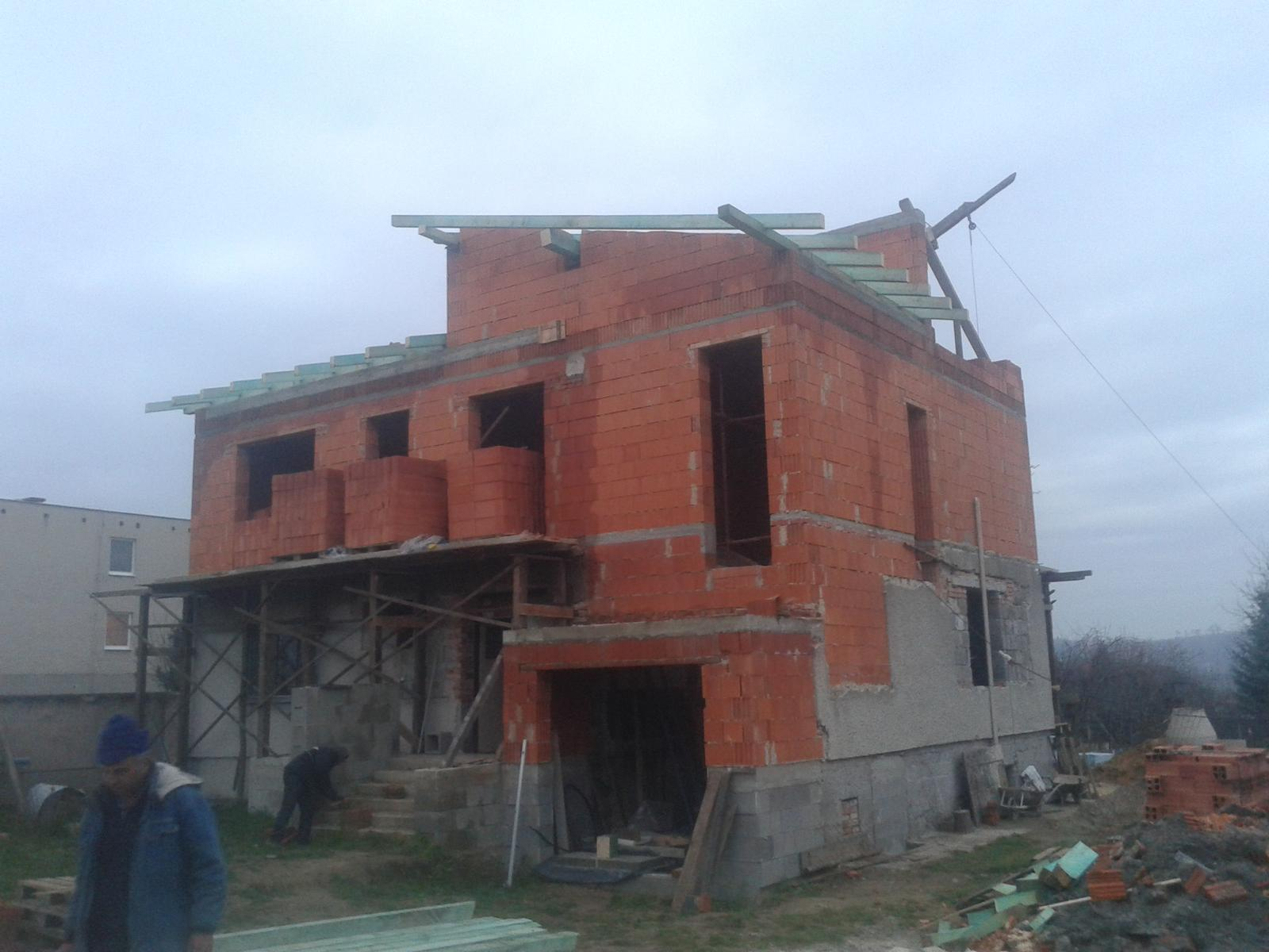 Prestavba RD - Krovarske prace - uz nam to chyta ten spravny tvar :-)))
