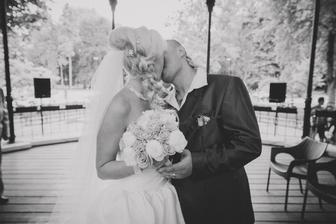 první manželský polibek....