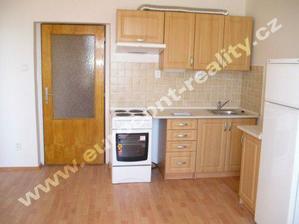 kuchynka v roce 2005 tesne po rekonstrukci(prezentacni fotopro prodej bytu)