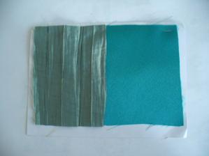 latky na saty, vlevo je takovy mackany zeleny taft s modryma odleskama, vpravo svitive zelena, je to spatne vyfoceno :(