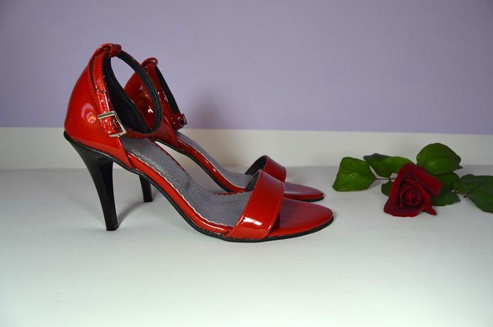 Výprodej - Společenské sandálky v lakované červené eko kůži. Vel. 35 ... a96502cc9e
