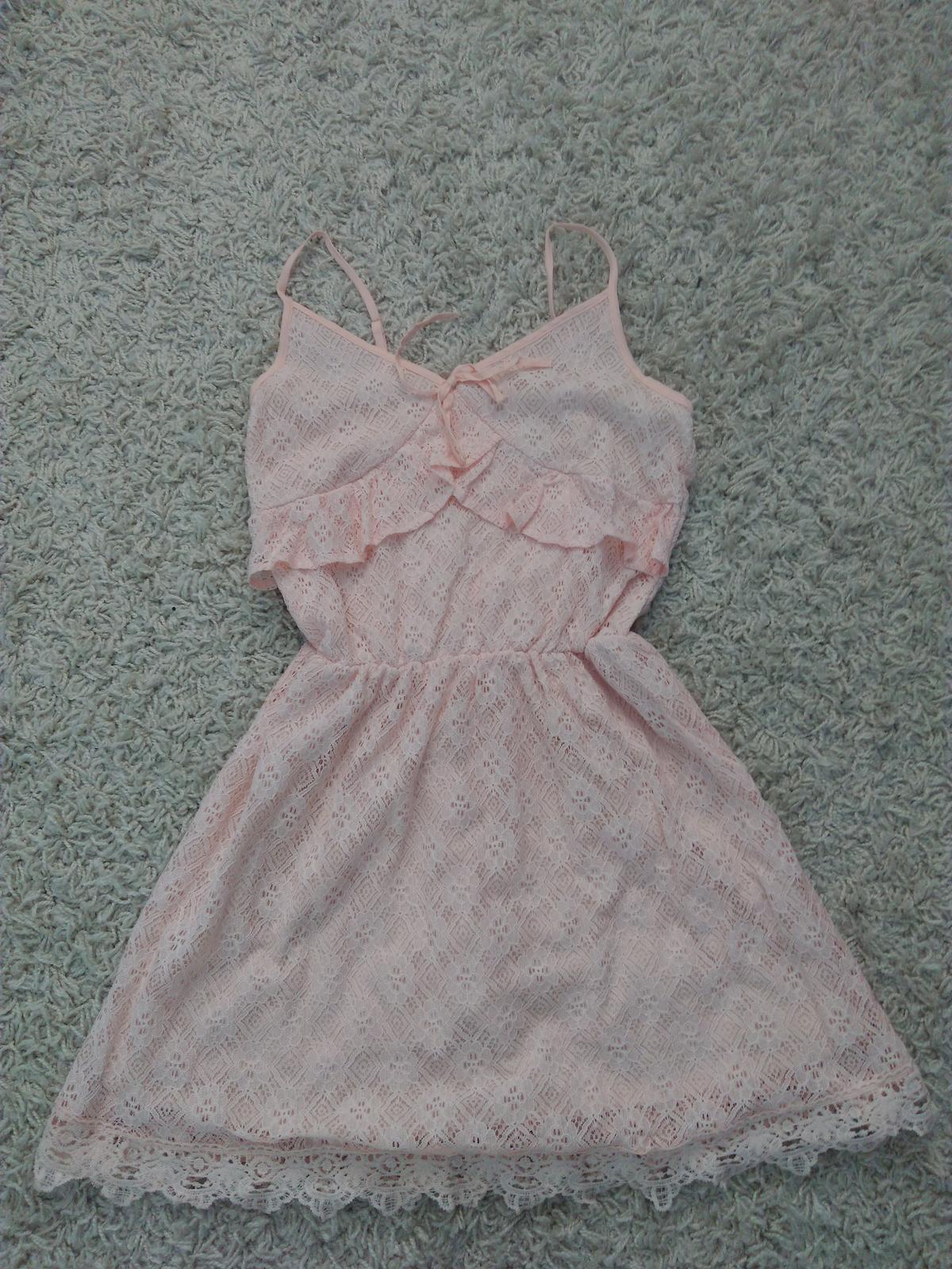 Ružové čipkované šaty - Obrázok č. 1