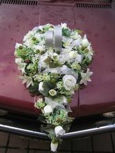 tato kytka vypůjčena na auto nevěsty