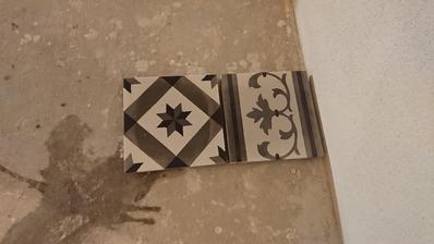 Cementova dlazba už zbrusena, už len to položiť :)