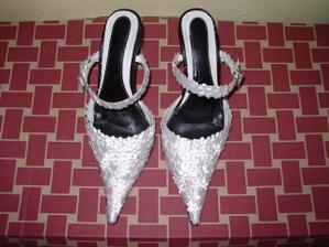 moje svadobne topanky (druha moznost - to su tie vlastnorucne vyzdobene)